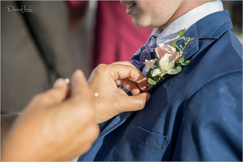 wedding planner pinning boutonniere