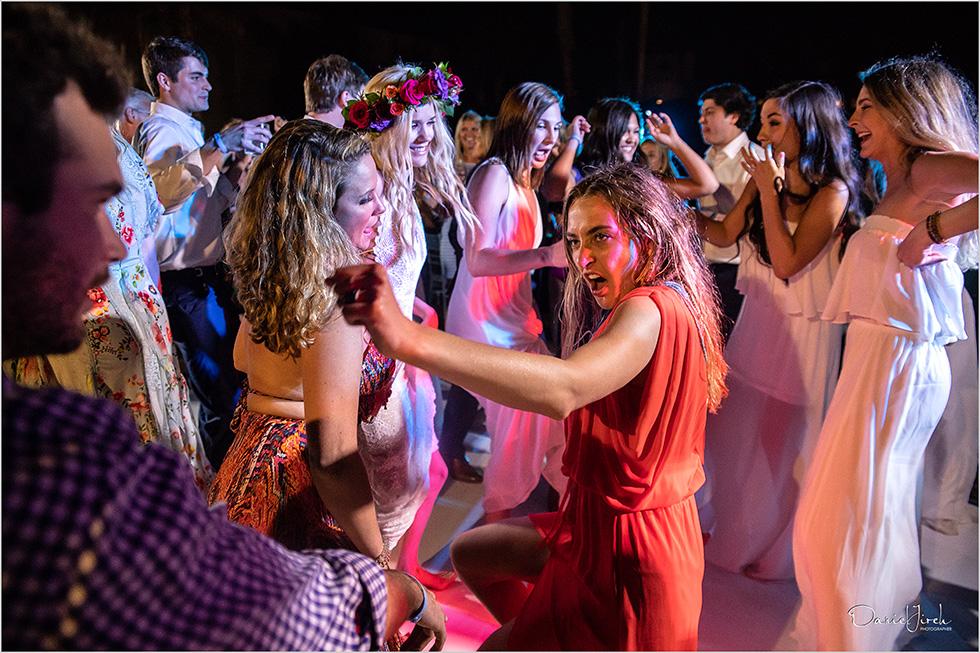 guests dancing at Los Cabos wedding