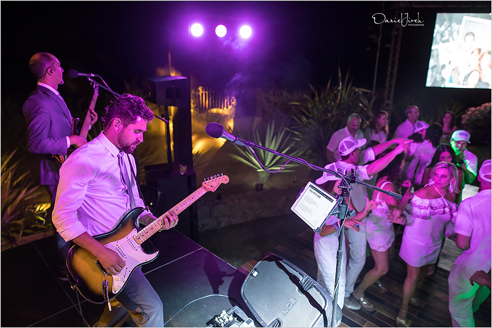 wedding guests dance, Cabo band