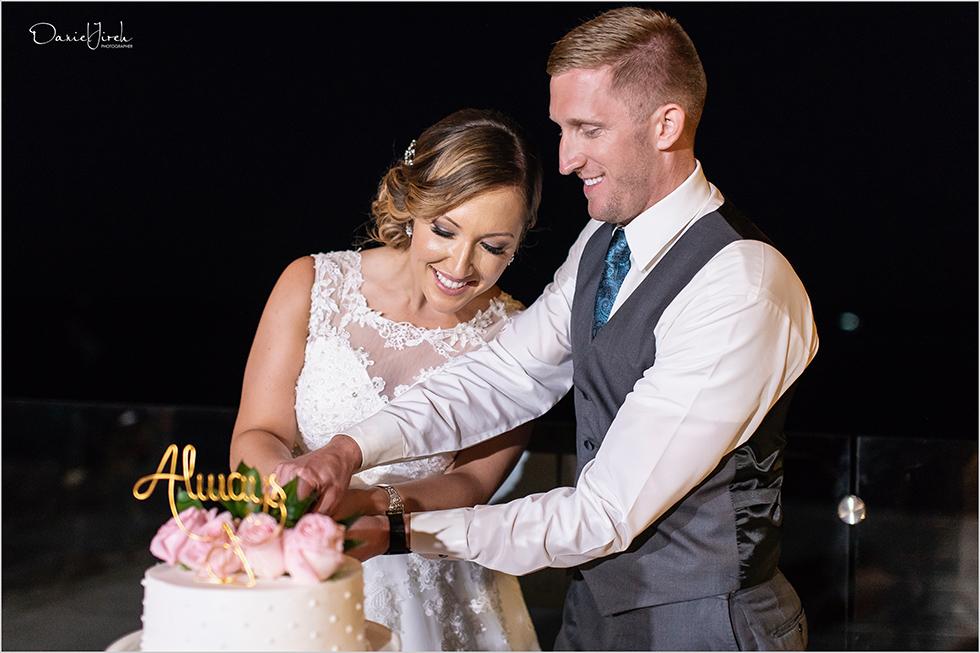 Cabo wedding photography Casa Dorada, destination wedding, bride and groom portrait, cake cutting, Cabo wedding cake